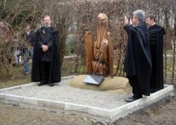 Pelikán-szobor a Duna-delta áldozatainak